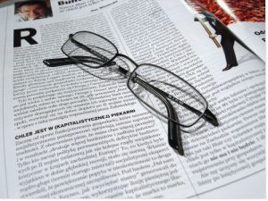 lire la presse 300x225 Evénements sélectionnés et recommandés
